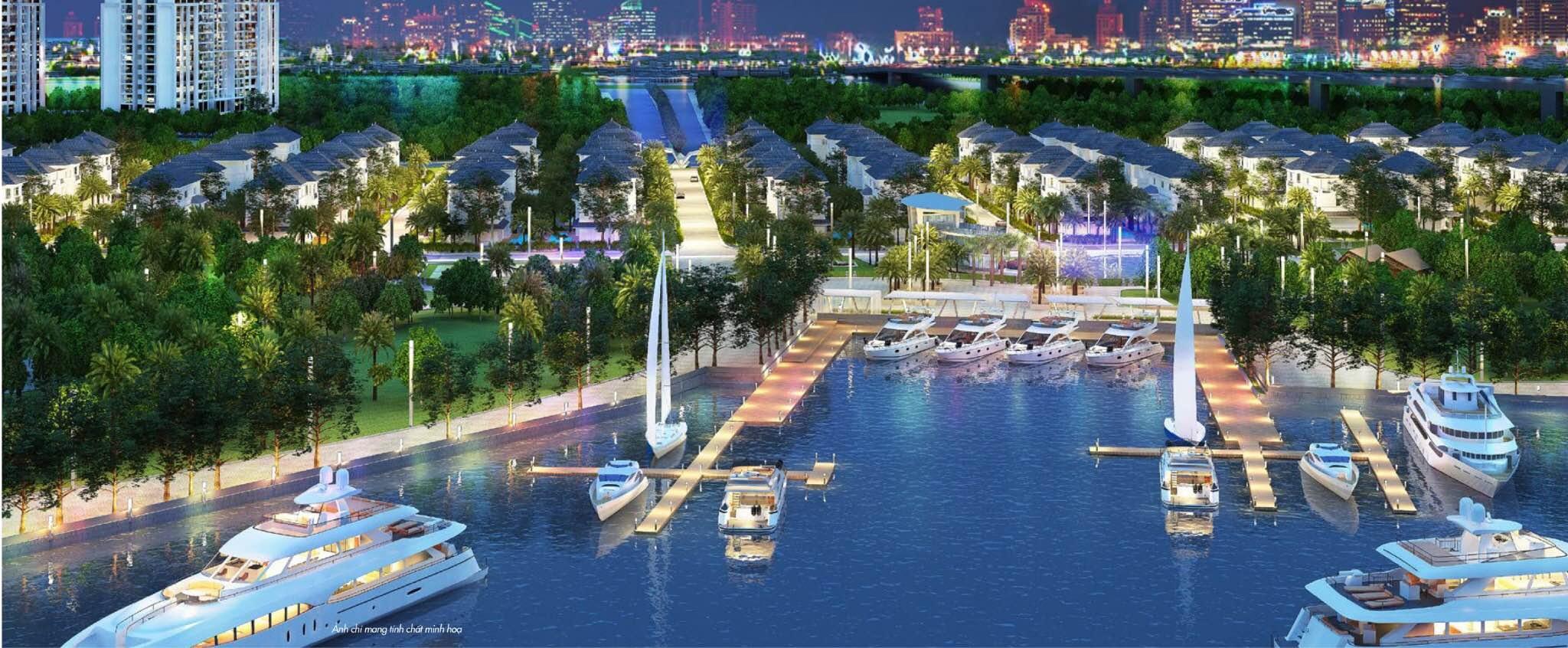 Bên cạnh khu biệt thự là bến du thuyền sang trọng ngay sông Sài Gòn