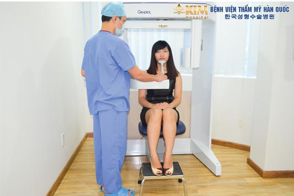 Bệnh viện thẩm mỹ Hàn Quốc KIM dùng máy X quang ConeBeam CT 3D kỹ thuật số và máy Pano Cepha để kiểm tra cấu trúc xương hàm trước khi thực hiện gọt mặt V line.