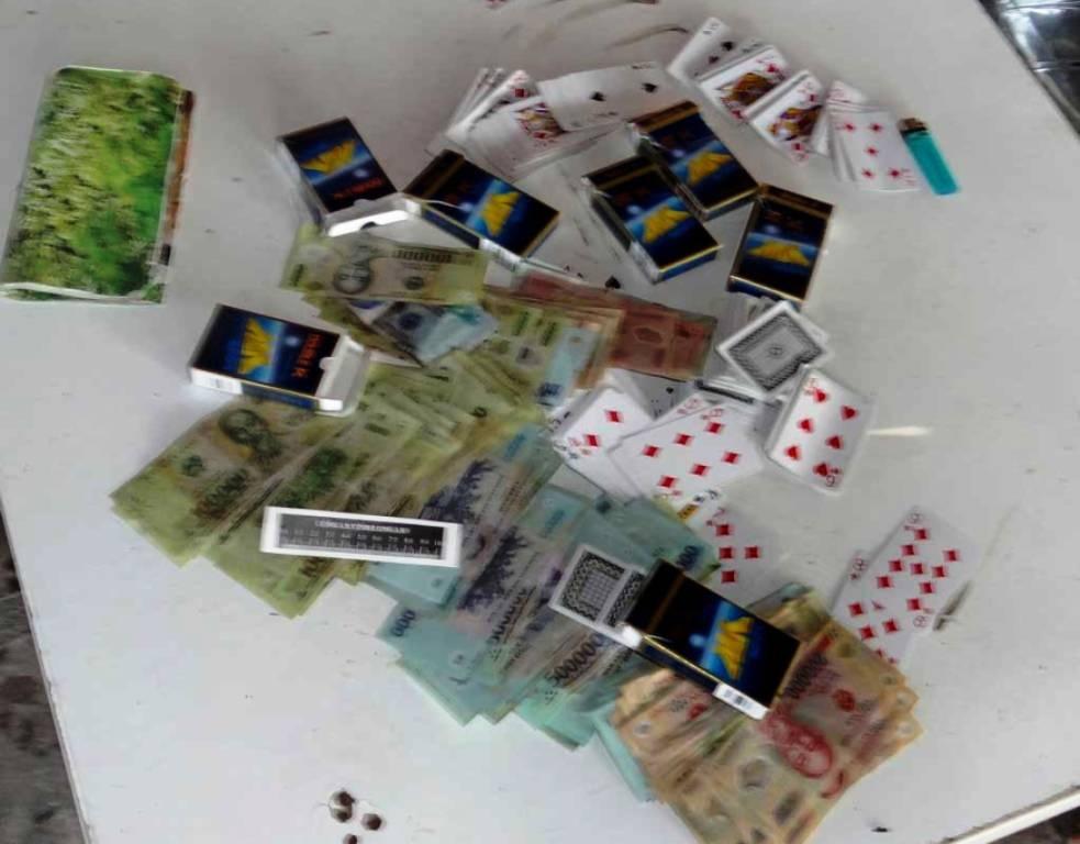 Tang vật thu giữ tại ổ cờ bạc với số tiền hơn 114 triệu đồng