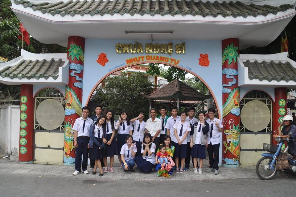 Trong quá trình thực hiện dự án, các em học sinh còn làm kế hoạch nhỏ thu được hơn 2 triệu đồng đem đến quyên cho chùa Nghệ sĩ, nơi đang cưu mang nhiều nghệ sĩ già nghèo khó