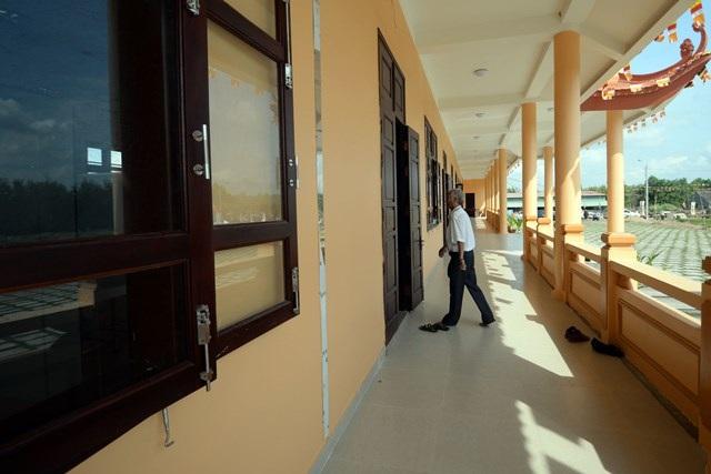 Dãy hành lang nhà nội trú và phòng học