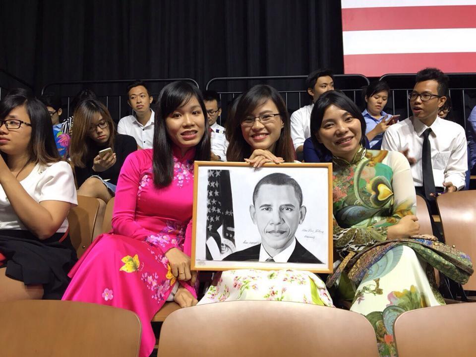 Chị Lưu Thị Ánh Loan tại buổi giao lưu của Tổng thống Obama với 800 thủ lĩnh trẻ (thứ nhất từ phải qua)
