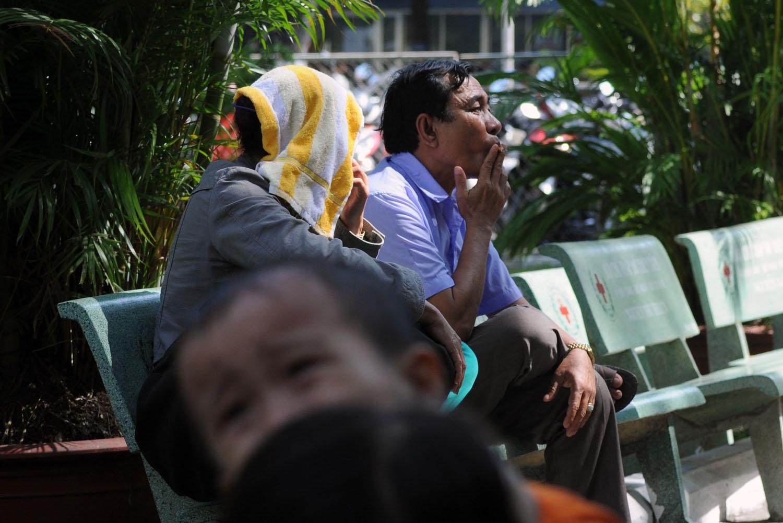 Dù đã cấm từ lâu, nhưng tình trạng hút thuốc nơi công cộng vẫn diễn ra thường xuyên