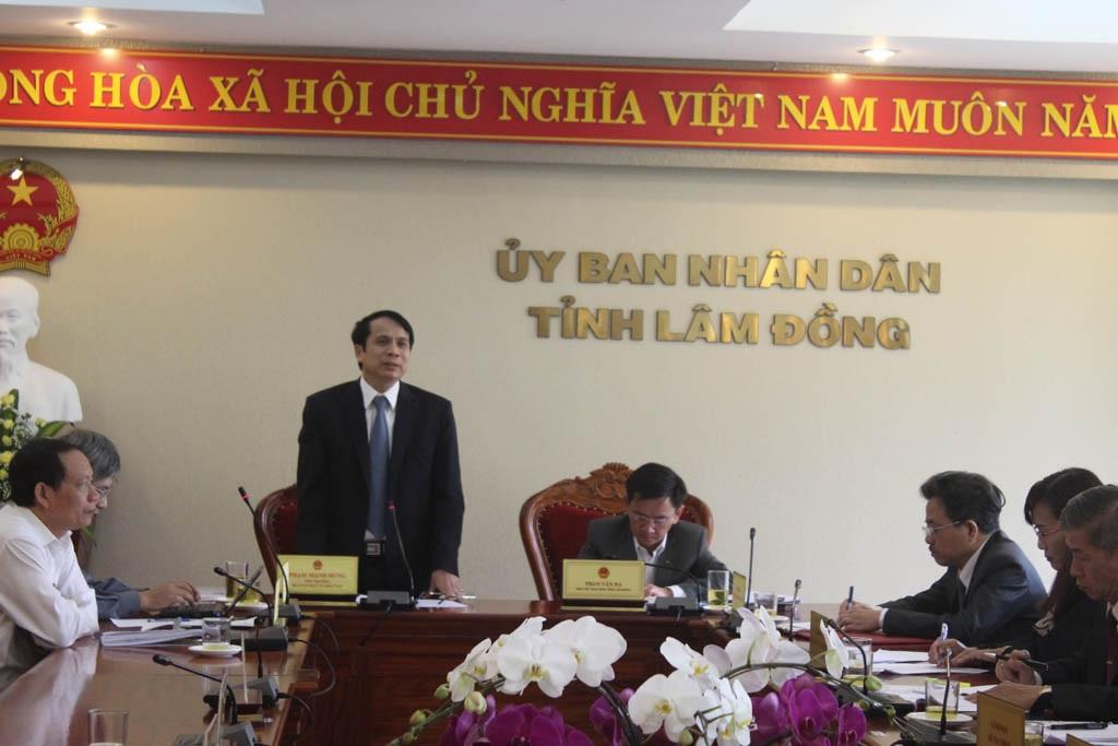 Thứ trưởng Phạm Mạnh Hùng làm việc với Ban chỉ đạo thi của tỉnh Lâm Đồng