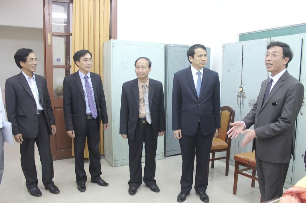 Đoàn công tác của Bộ GD&ĐT kiểm tra điểm in sao đề tại trường Đại học Đà Lạt
