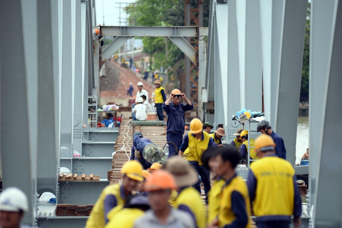 Hiện có khoảng 250 công nhân làm việc và chia ca để đảm bảo hoạt động suốt ngày đêm.