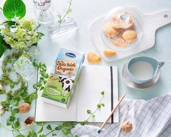 """""""Mình ưu tiên lựa chọn các sản phẩm có nguồn gốc organic như hoa quả tươi, rau xanh, sữa chua, sữa tươi organic."""" – Milena cho biết"""