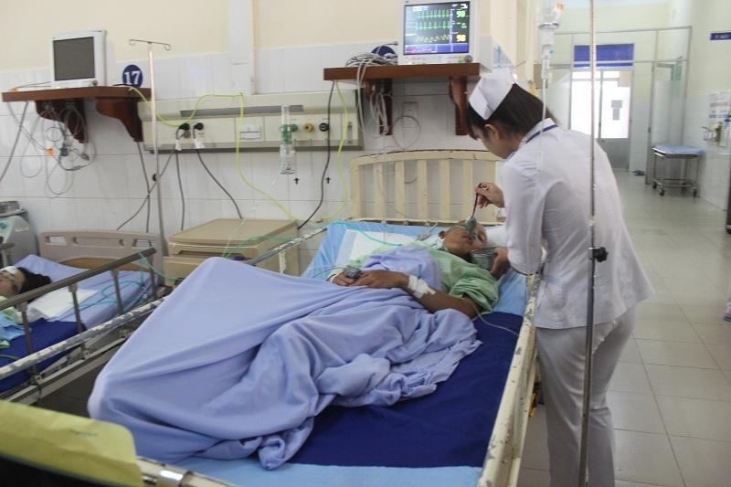 Ông Tân Khoa - nạn nhân bị thương nặng nhất đang được chăm sóc đặc biệt tại Khoa hồi sức tích cực chống độc, BVĐK Lâm Đồng