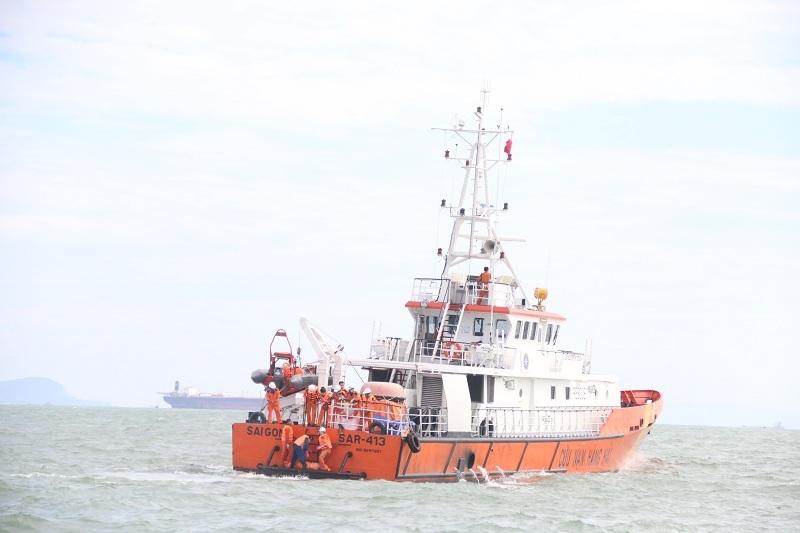 Tàu SAR 413 đang tìm kiếm cứu nạn