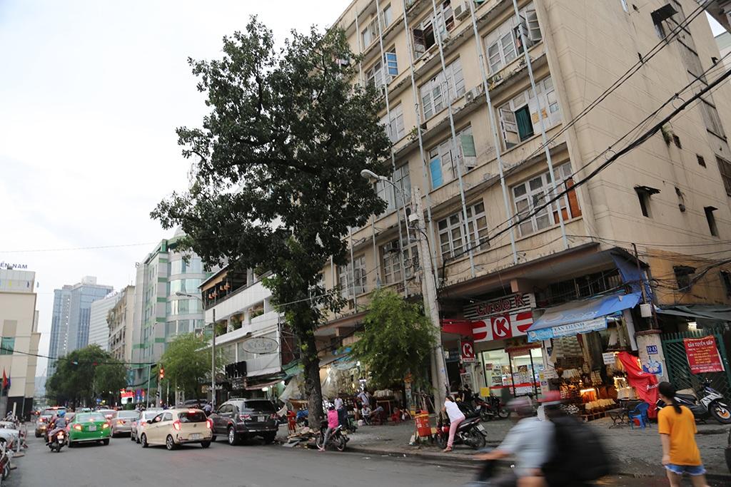 Mặt tiền chung cư Số 9 đường Công trường Lam Sơn sau lưng nhà hát TP.HCM