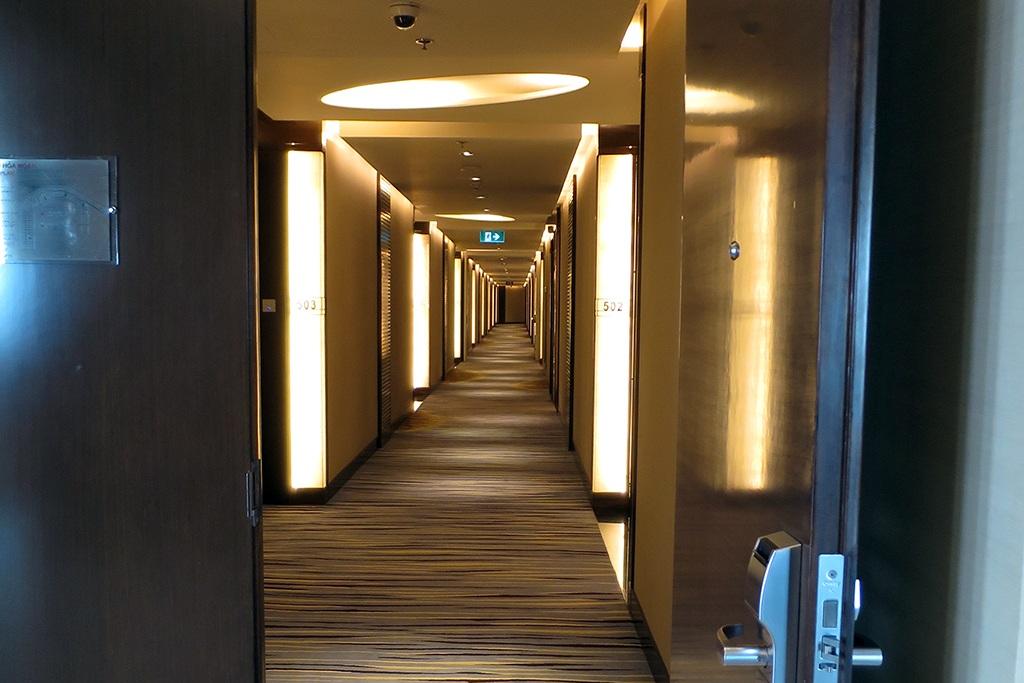 Hành lang tầng 5 dẫn đến phòng Tổng thống. Từ đêm 22 đến đêm 24 tháng 5, toàn bộ tầng 5 và 6 của khách sạn được dành riêng cho Tổng thống Obama và phái đoàn của ông.