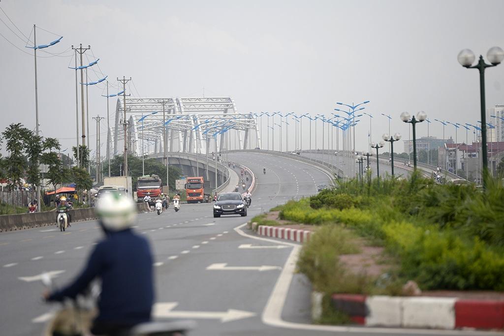 Trong 26 tuyến đường mới ở Hà Nội vừa được thành phố lên kế hoạch đặt tên, có hai tuyến đường dự kiến sẽ mang tên Hoàng Sa và Trường Sa. Trong ảnh là đường qua cầu Đông Trù (Đông Anh, Hà Nội), dự kiến sẽ mang tên Trường Sa.