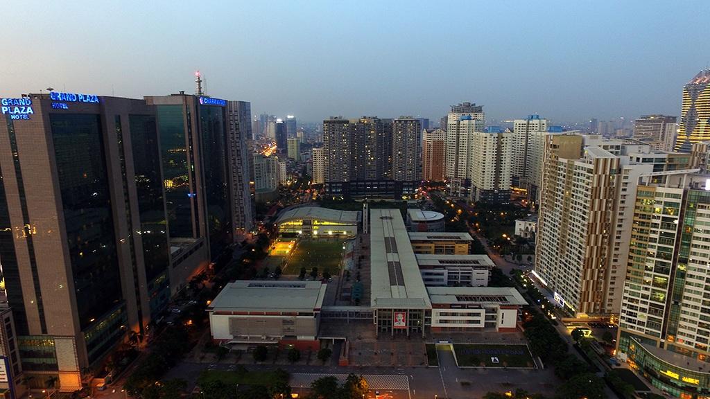 Khu đô thị Trung Hòa - Nhân Chính được ví như Hong Kong trong lòng Hà Nội với nhiều dãy nhà cao tầng mọc san sát.
