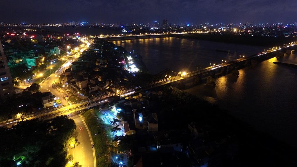 Cầu Long Biên và cầu Chương Dương từng là biểu tượng kết nối hai bờ sông Hồng.