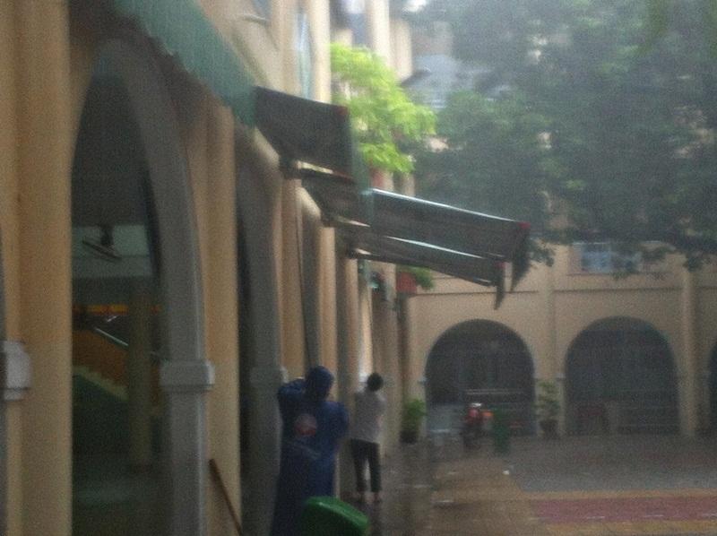 Chèn chống trường lớp hạn chế ảnh hưỡng bão số 3 tại Đà Nẵng
