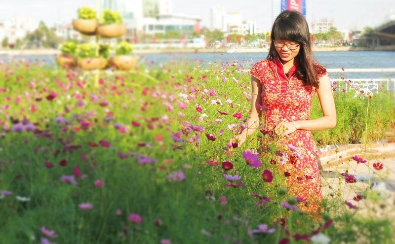 """Giới trẻ Đà thành """"khoe"""" ảnh Tết sớm với đường hoa xuân - 8"""