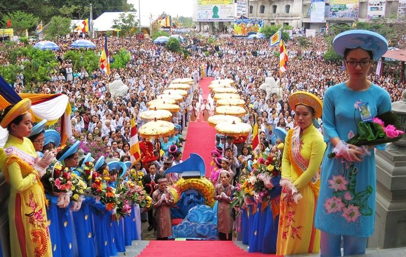 Một trong 15 lễ hội lớn nhất nước thu hút hàng vạn Phật tử và du khách về danh thắng Ngũ Hành Sơn