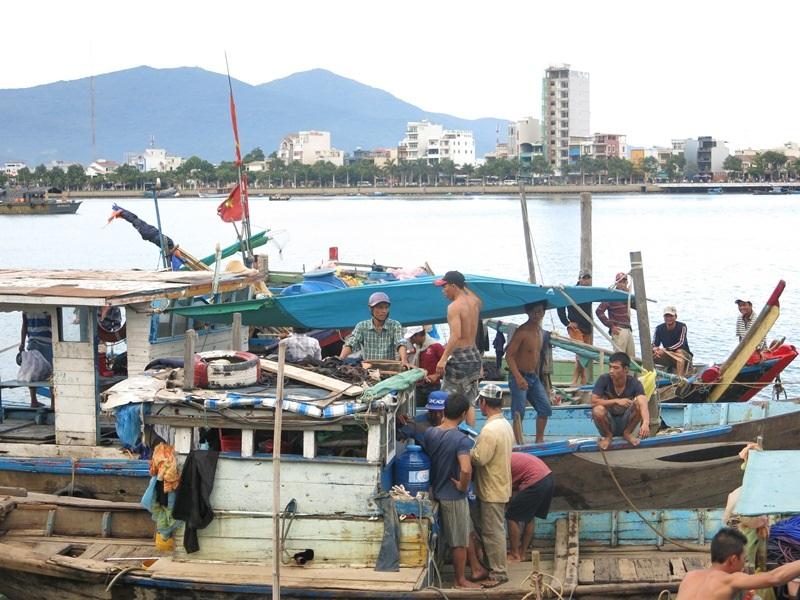 Ngư dân Đà Nẵng cũng hết sức hết lòng ngày đêm cứu hộ cứu nạn