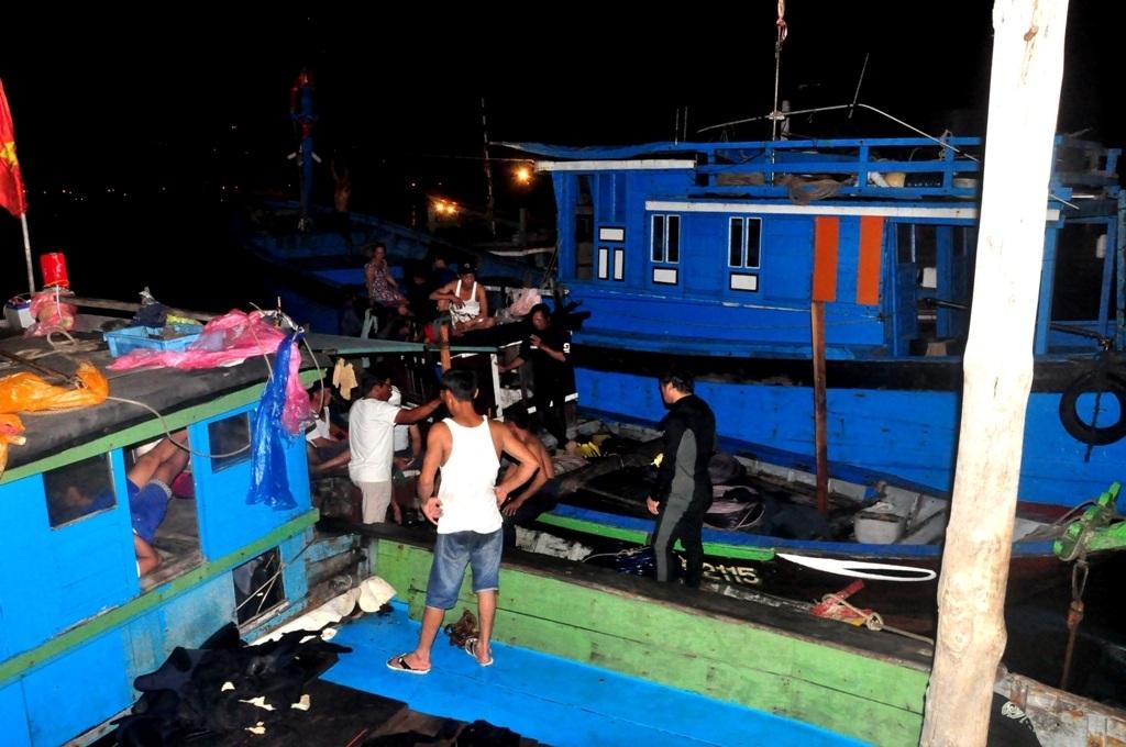 Toàn cảnh vụ lật tàu chở 56 người trên sông Hàn - 12