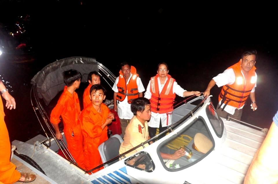 Toàn cảnh vụ lật tàu chở 56 người trên sông Hàn - 10