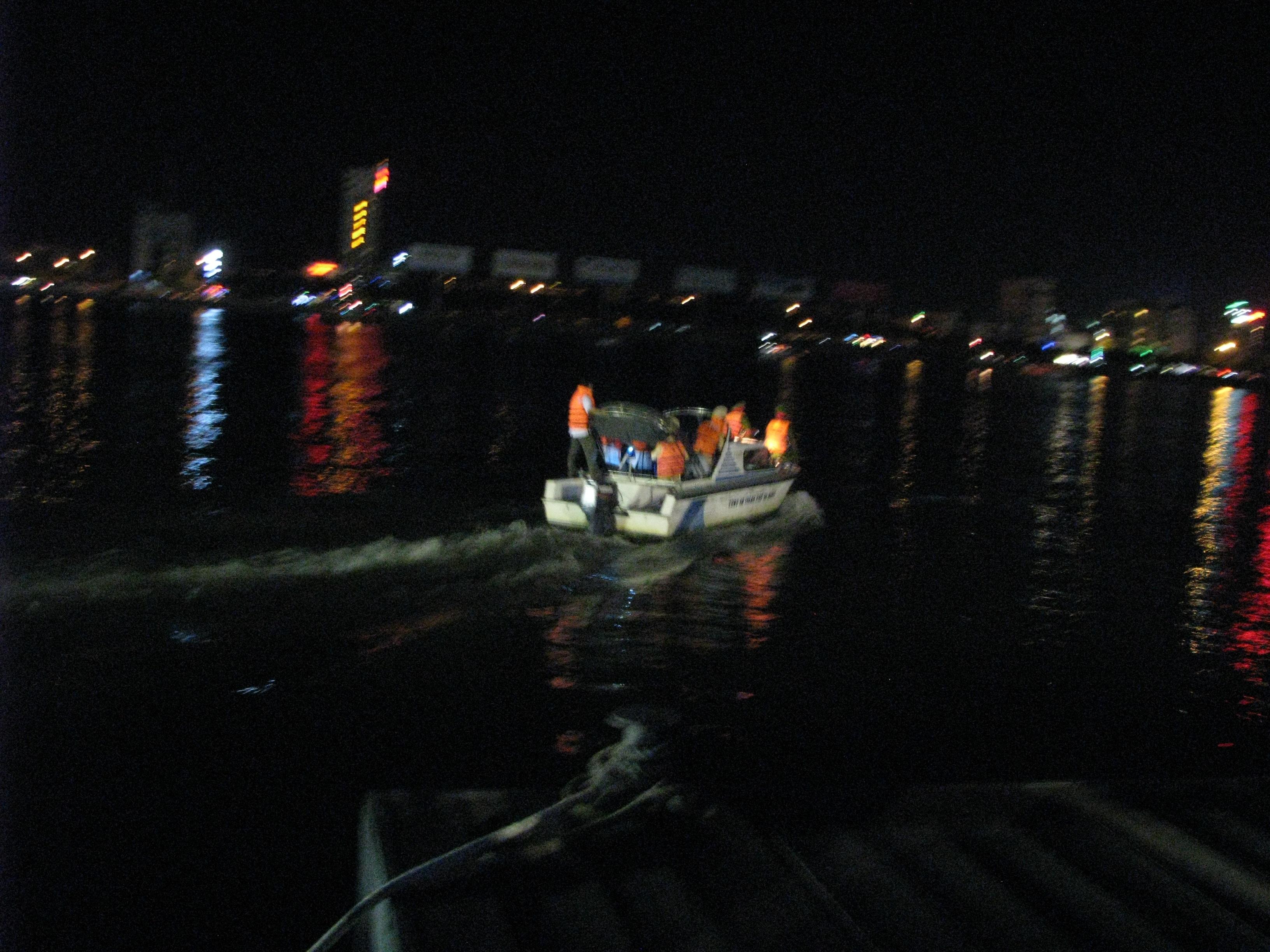 Toàn cảnh vụ lật tàu chở 56 người trên sông Hàn - 9