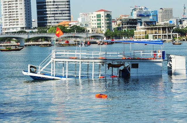 Tàu Thảo Vân 2 lật chìm trên sông Hàn khi trên tàu đang có 56 người; gấp đôi sức chứa của tàu