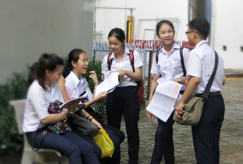 Nhóm bạn cùng trường THCS cùng mơ ước thi vào trường top THPT của Đà Nẵng ôn lại bài vở cùng nhau