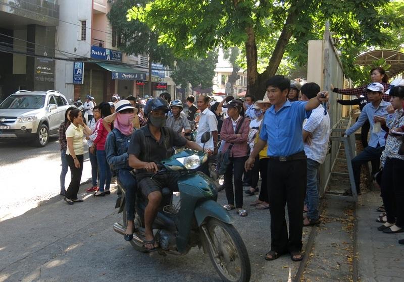Ông Đặng Việt Dũng - Phó Chủ tịch UBND TP Đà Nẵng chỉ đạo đề xuất nên bố trí điểm tập trung cho phụ huynh đợi thí sinh trong thời gian thí sinh làm bài thi.