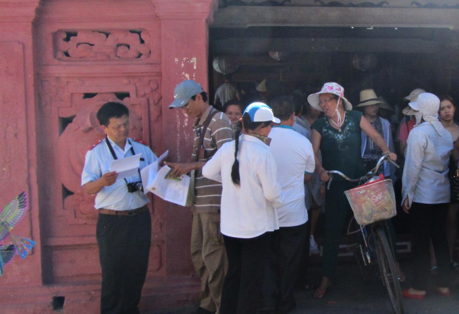 Từ hôm 30/6 tới nay (2/7), Than tra Sở Du lịch Hội An tăng cường kiểm soát nhưng chưa phát hiện HDV Trung Quốc hoạt động chui ở Hội An (Quảng Nam)