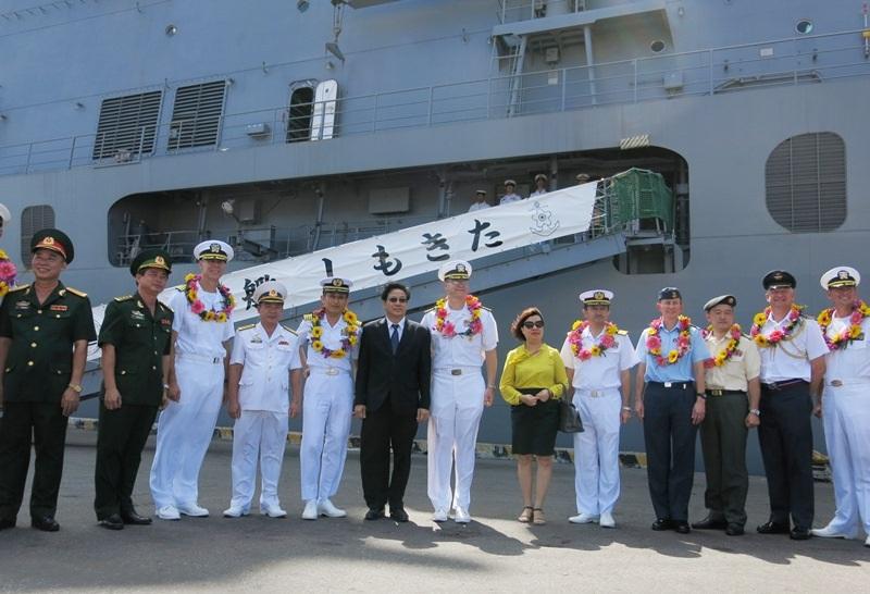 Các tàu bệnh viện của Hoa Kỳ USNS Mercy, tàu của Hải quân Nhật Bản cùng tàu bệnh viện Khánh Hòa của Hải quân Nhân dân Việt Nam vừa đến Đà Nẵng, chính thức khởi động PP16