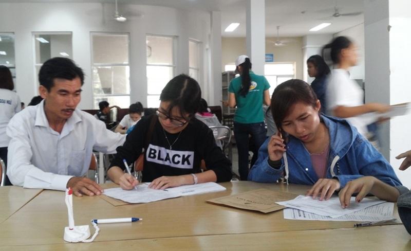 Thí sinh đến làm thủ tục nhập học tại ĐH Đà Nẵng