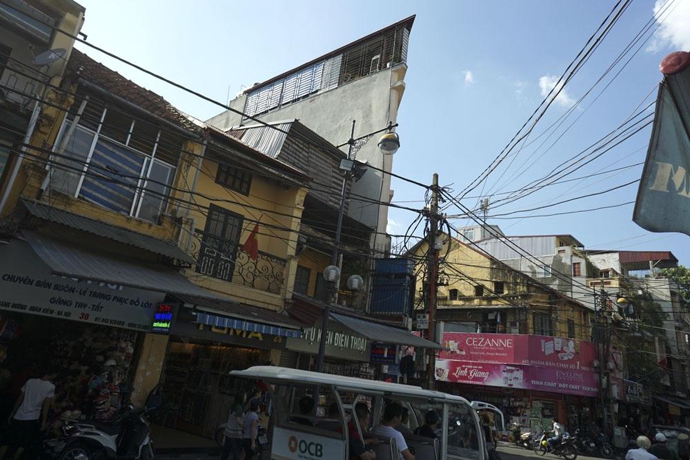 Mặt phố Hàng Đường. Con phố này cùng với các phố Hàng Đào, Hàng Ngang, Đồng Xuân là trục giao thương sầm uất của Hà Nội.