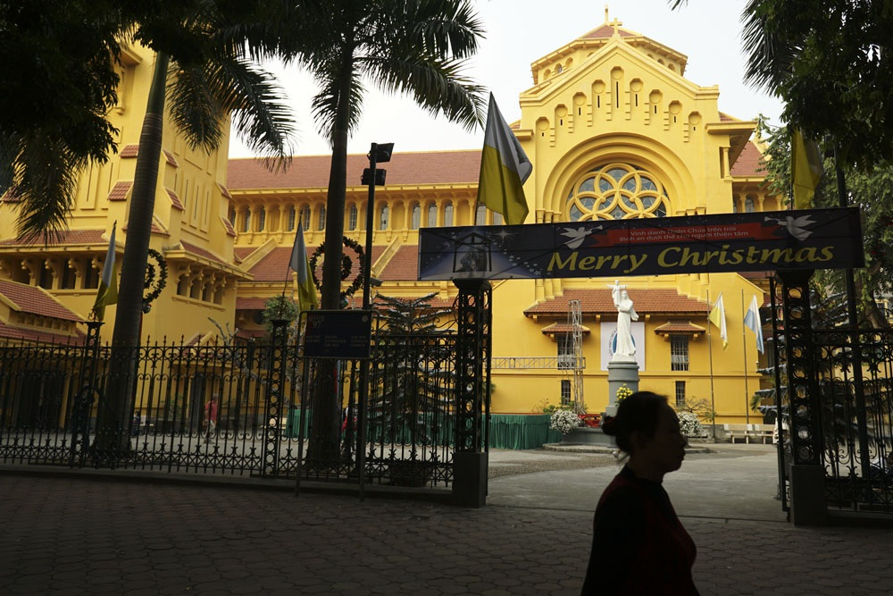 Nhà thờ Cửa Bắc phố Phan Đình Phùng quận Ba Đình mới được sơn lại và cũng đã gần hoàn thành việc trang trí.
