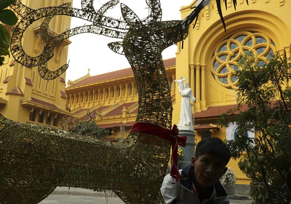 Những chú tuần lộc sẽ được thắp sáng trong đêm Giáng sinh tại sân lớn của Nhà thờ Cửa Bắc.