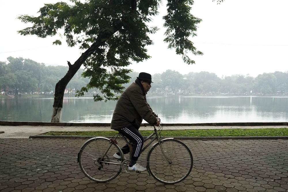 Hồ Thiền Quang cũng rất vắng vẻ dù đang là giờ thích hợp để tập thể dục.