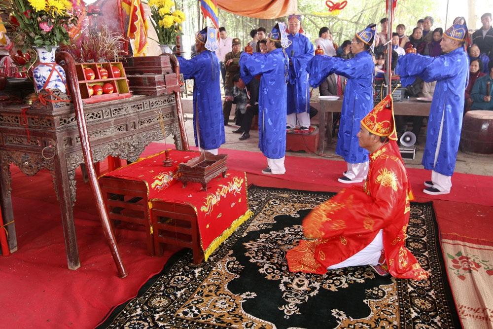 Hội phết Hiền Quan (huyện Tam Nông, tỉnh Phú Thọ) diễn ra vào các ngày 12 và 13 tháng Giêng Âm lịch hàng năm với nhiều cổ tục, tế lễ đặc sắc.