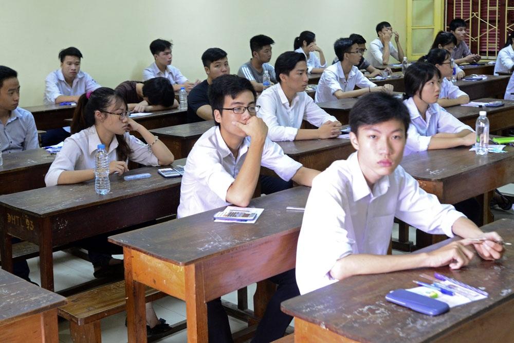 Không khí tại một phòng thi trước lúc bóc đề.