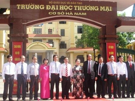 Lễ gắn biển trường ĐH Thương mại cơ sở Hà Nam
