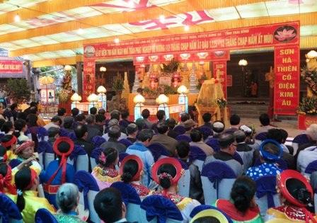 Đông đảo người dân và du khách thập phương đến tham dự Lễ kỷ niệm 790 năm ngày nhà Trần phát nghiệp Đế Vương