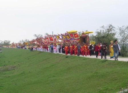 Lễ hội đền Trần - Thái Bình năm 2014 thu hút rất đông du khách