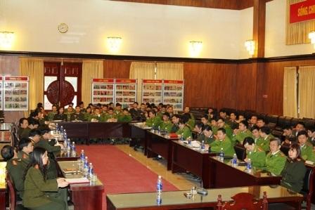 Các cán bộ, đại biểu Công an tỉnh Hà Nam trong hội nghị Tăng cường cán bộ chiến sỹ xuống cơ sở đảm bảo ANTT Tết Bính Thân 2016 (ảnh: Công an Hà Nam)
