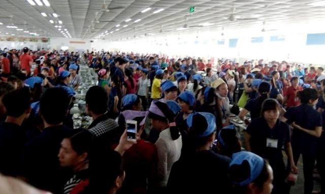 Hàng nghìn công nhân bức xúc bỏ về.