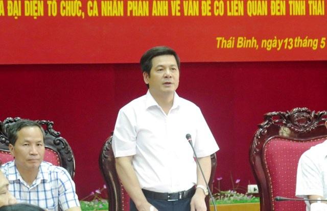 Ông Nguyễn Hồng Diên, Chủ tịch UBDN tỉnh Thái Bình trong buổi công bố số điện thoại đường dây nóng