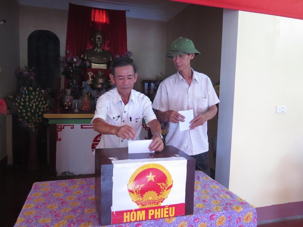 Cử tri đi bầu cử thêm tại xã Mỹ Hà, huyện Mỹ Lộc