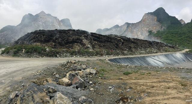 Bãi rác lộ thiên khoảng 80.000 tấn rác, gần 10 năm qua vẵn chưa được xử lý