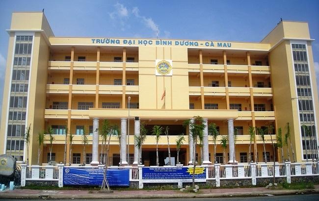 Trường ĐH Bình Dương phân hiệu tại Cà Mau, nơi phụ huynh và sinh viên bức xúc việc trường quy định phải học khiêu vũ, guitar trước khi ra trường