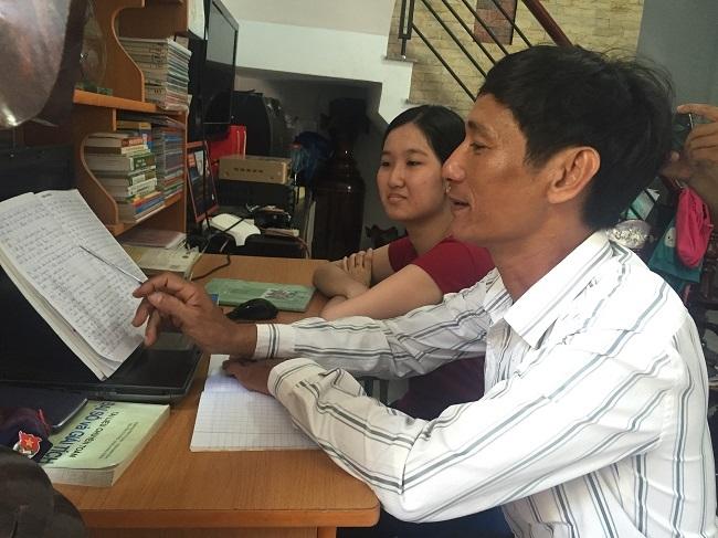 Anh Trần Khương vẫn hỗ trợ cho con mình môn Văn- môn học trở ngại nhất của Khả Ái