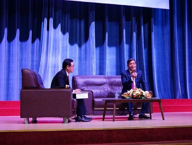 """Diễn giả Bùi Quang Vinh nhắn nhủ mỗi sinh viên, giảng viên hãy nhân """"đốm lửa"""" đổi mới"""