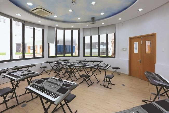 Cơ sở còn có nhiều phòng chức năng như nhạc, họa, thể dục...