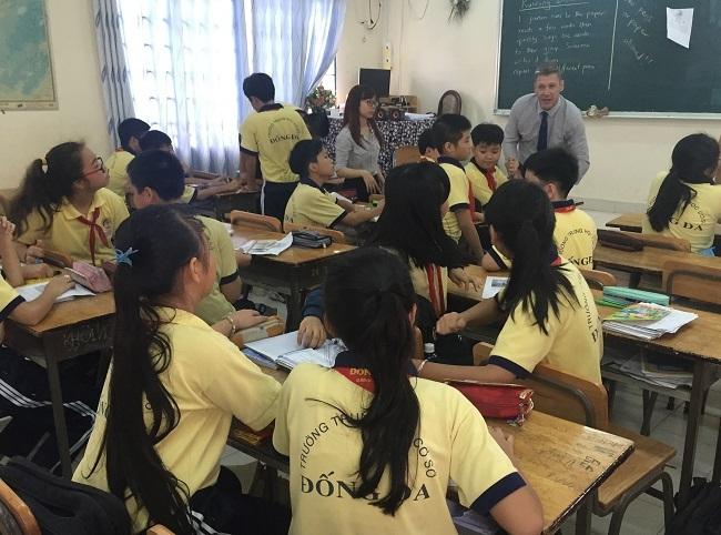 Học sinh trường THCS Đống Đa - Quận Bình Thạnh trong một tiết học chương trình tiếng Anh tích hợp.